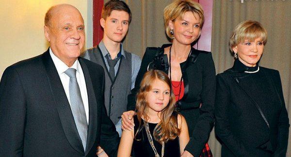 Юлия Меньшова обратилась к поклонникам с просьбой