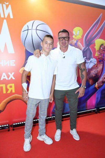 Курбан Омаров с сыном, фото:paparazzi
