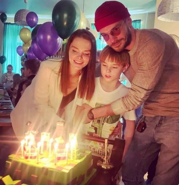 Максим Матвеев и Елизавета Боярская с сыном