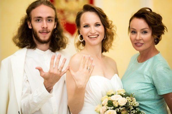 Жанна Эппле женила 20-летнего сына и показала снимки со свадьбы