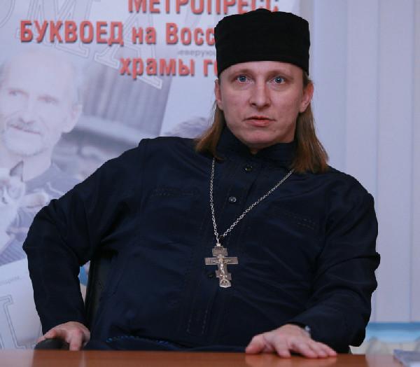 Иван Охлобыстин в рясе. Фото m.dp.ru