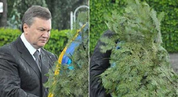 Янукович и венок. Фото antikor.comколлаж