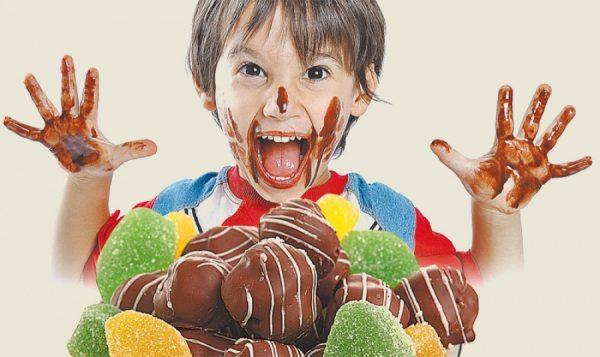 Ребёнок и сладости