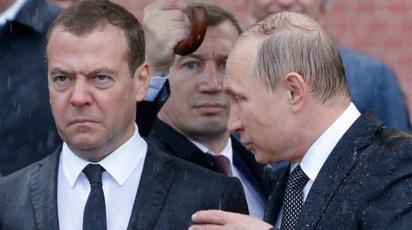 Владимир Путин и Дмитрий Медведев. Фото Reuters, Сергей Карпухин