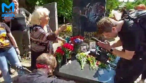 Мероприятие на могиле Горшенёва, фото:телеграм-канал Mash на Мойке.