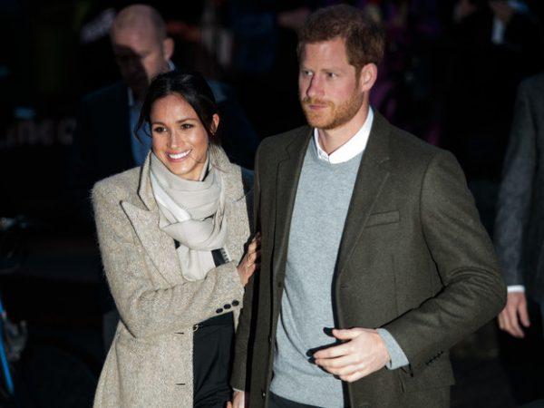 Гарри прям тяжело носить все бремя несчастий, которые он осознал после женитьбы на Меган