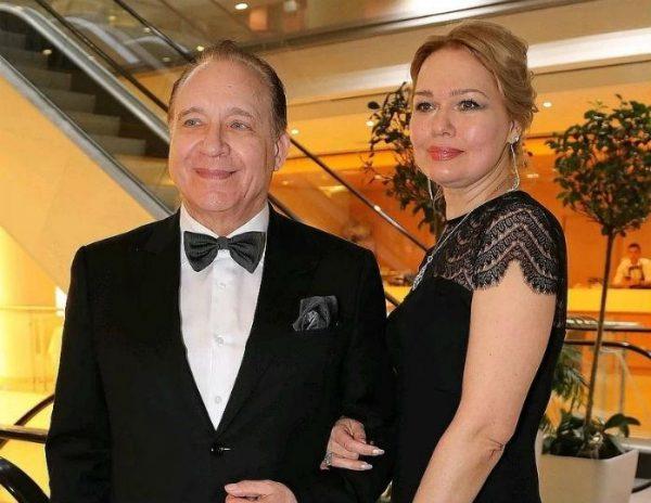Разводится с седьмой женой. 75-летний Дунаевский показал очередную юную невесту