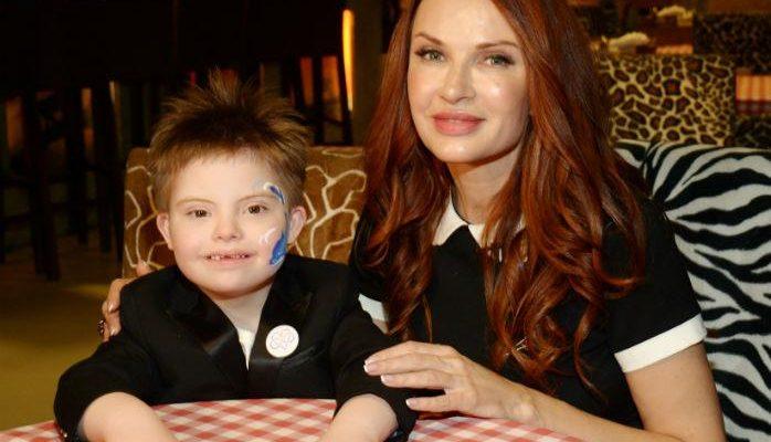 Эвелина Блёданс с сыном. Фото teleprogramma.pro