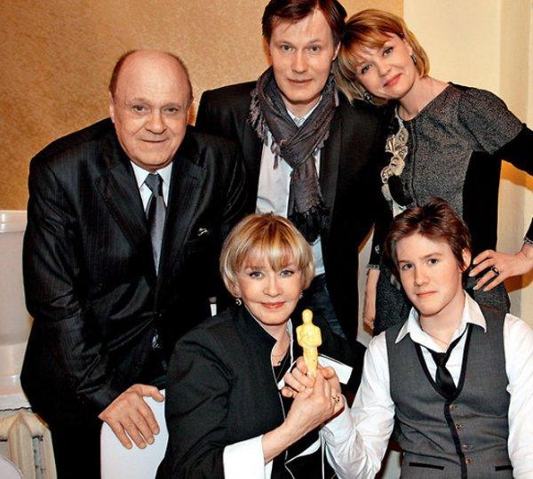 Владимир Меньшов с семьёй, фото:tvcenter.ru