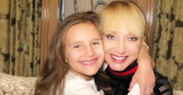 Кристина Орбакайте с дочкой, фото:muz-tv.ru