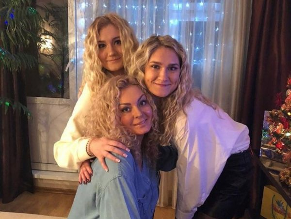 Ирина Маркова с дочерьми