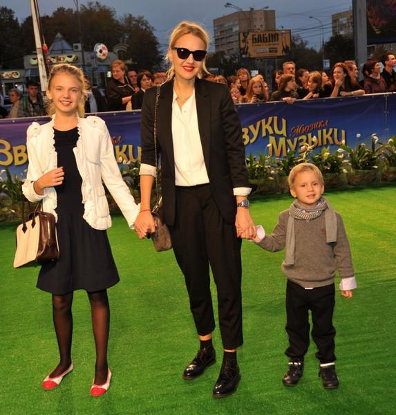Юлия Бордовских с детьми, фото:fotkaew.ru