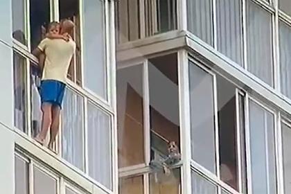 Роман Третьяков с ребёнком на руках, фото:lenta.ru