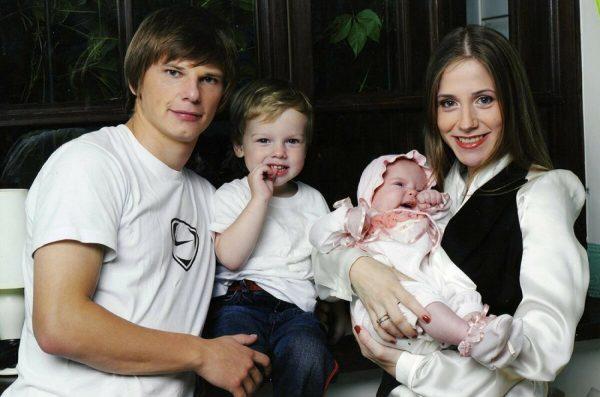Андрей Аршавин и Юлия Барановская с детьми, фото:znamenitosti11.blogspot.com