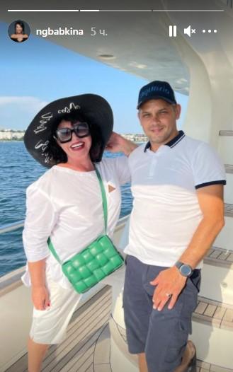 """""""Завидую белой завистью"""", - Надежда Бабкина отдыхает на яхте с красивым молодым человеком"""