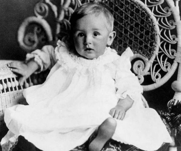 Когда Уолту был 1 год, в его документах указано было 11 лет
