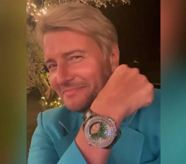 Часы в подарок Николаю Баскову. Фото Инстаграм