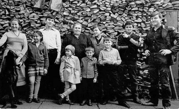 Семья Овечкиных, за исключением Людмилы и Игоря. Фото: kulturologia.ru