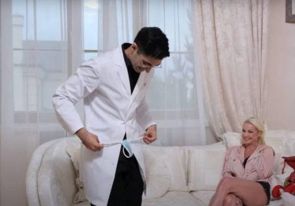Стринги Волочковой. Скрин Волочкова без стеснения стала раздеваться перед мужчиной. Скрин youtube.com