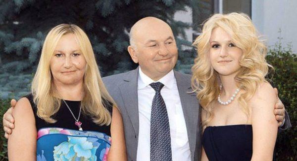 Елена Батурина, Юрий Лужков и их дочь Ольга. Фото tatler.ru
