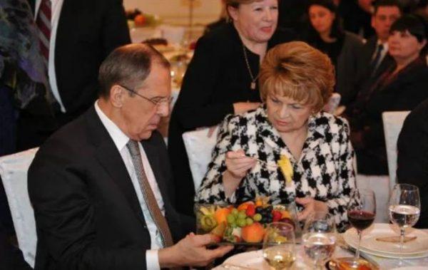 Кто она - жена великолепного Сергея Лаврова (Калантарова)? Как выглядит и чем занимается