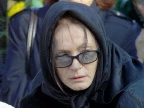 Вот так Ротару выглядела 18 лет назад на похоронах своего мужа. Фото strana.ua
