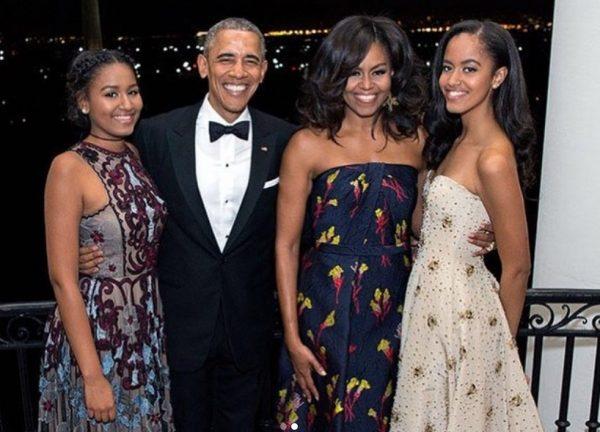 Барак и Мишель Обама с дочерьми