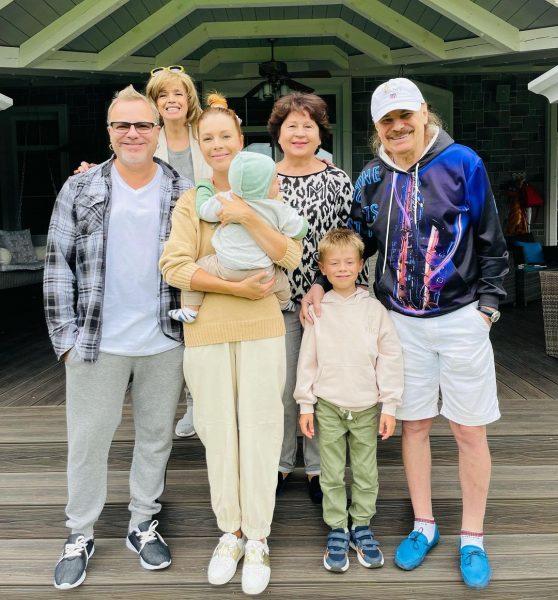 Владимир Пресняков, Наталья Подольская с детьми и родителями, фото: