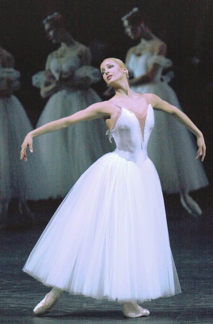 Анастасия Волочкова на сцене Большого театра. Фото metronews.ru