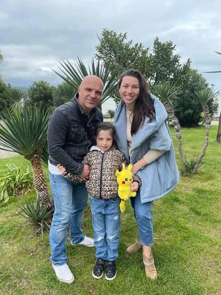 Александр Шоуа со второй женой и дочкой Таисией