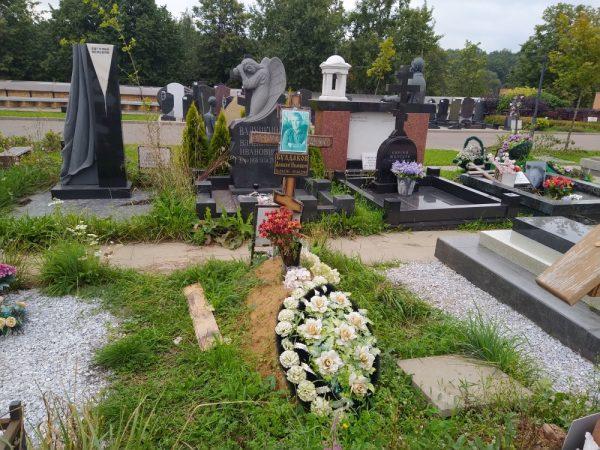 Могила Алексея Булдакова летом 2021 года.