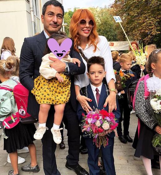 Анастасия Стоцкая с мужем Сергеем Абгаряном и детьми