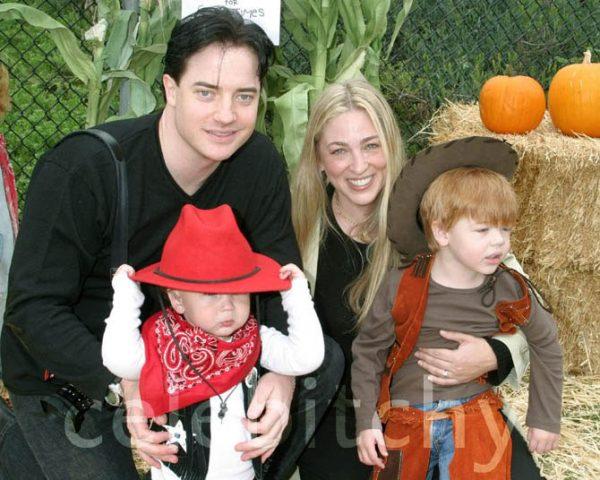 Брендан Фрейзер с женой и детьми,