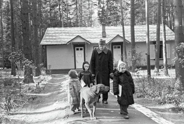 Корней Чуковский с детьми, фото:goodhouse.ru