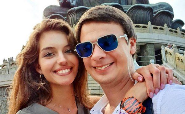 """Дмитрий Комаров: честные миллионы на путешествиях, причина увольнения с """"Пятницы"""", жена ведущего"""