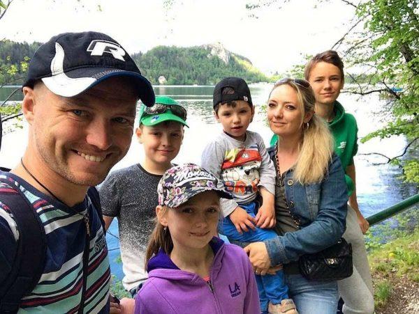 Роман Мальков с бывшей женой Светланой и детьми