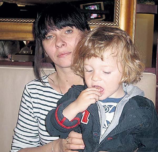 На фото: жена и сын Федора Стукова