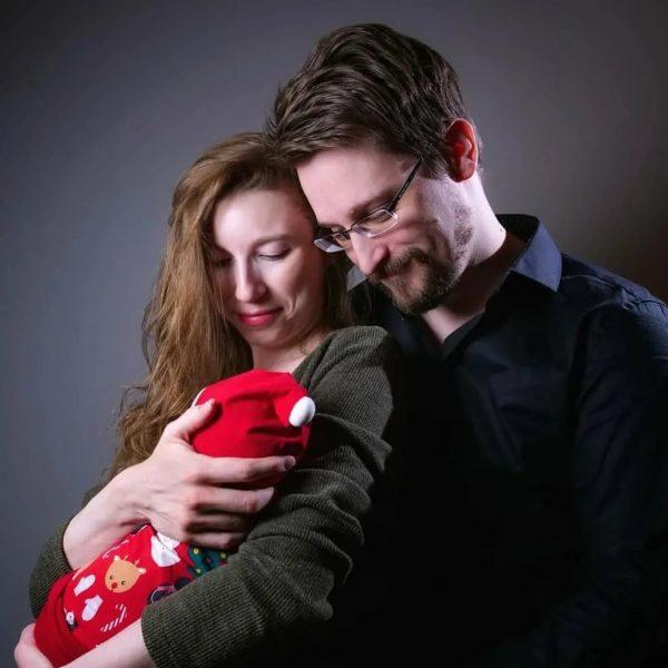 Эдвард Сноуден и Линдси Миллс с сыном