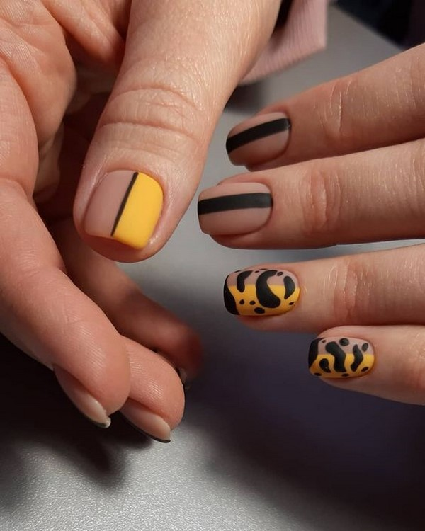 Осенний маникюр 2021-2022 года: модные тренды, актуальные цвета, фото-новинки оригинального дизайна