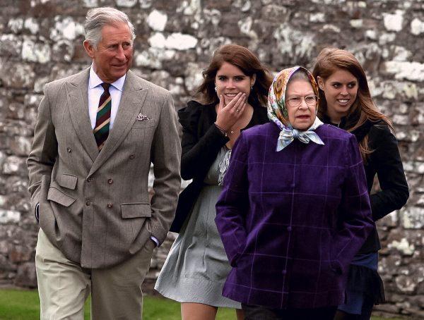 принц Чарльз, королева Елизавета, принцесса Беатрис, принцесса Евгения,