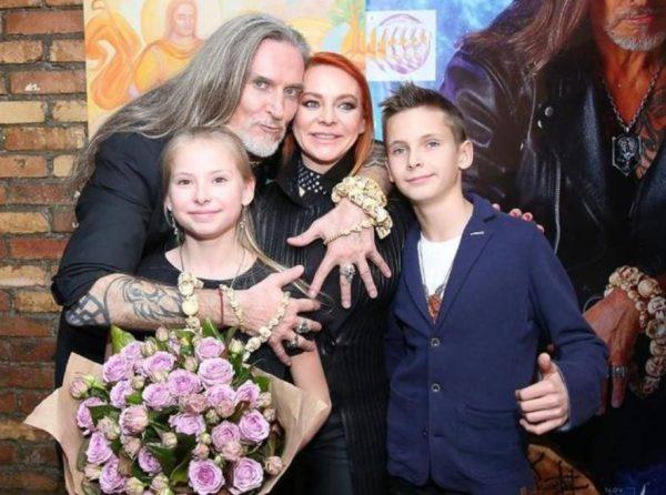 Никита Джигурда с семьей. Фото