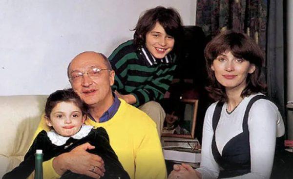 Михаил Козаков и Анна Ямпольская с детьми. Фото stuki-druki.com
