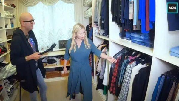 Анна в гардеробной