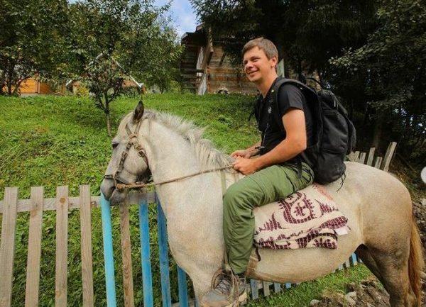 Комаров рядом со своим участком. Фото Инстаграм