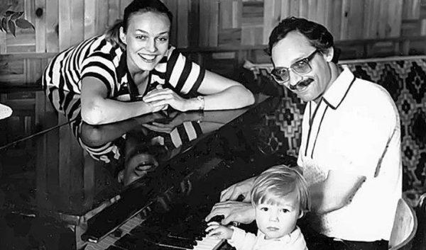 «Настоящий красавчик»: Наталья Андрейченко похвасталась своим сыном от Дунаевского