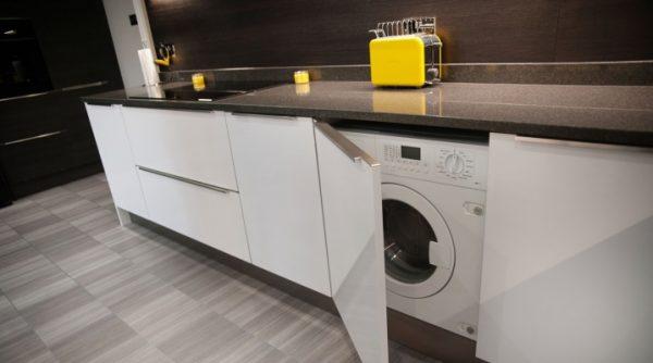 Достоинства и преимущества встроенных стиральных машин с сушкой и самые популярные модели