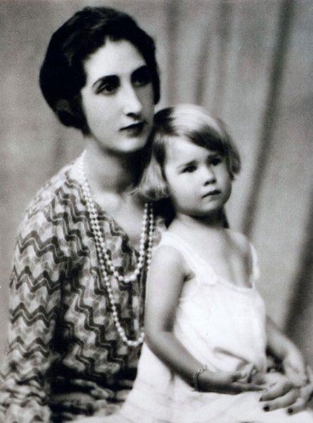 Каэтана с мамой. Фото .kp.ru