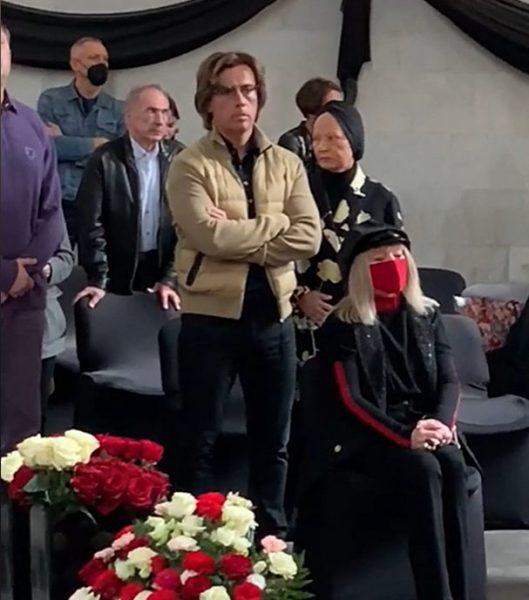 Пугачева и Галкин на похоронах Краснова