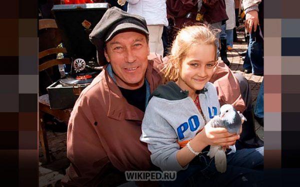 Лиза Янковская с дедом