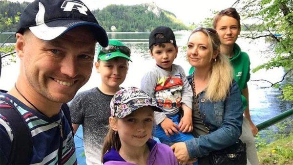 Роман Мальков с бывшей женой и детьми